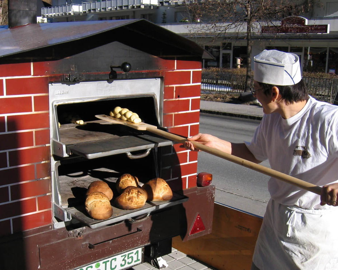 Busam, Holzbackofen, REKORD, Appelt, Flammkuchen, Tarte flambée, Flame cake, fahrbarer Ofen